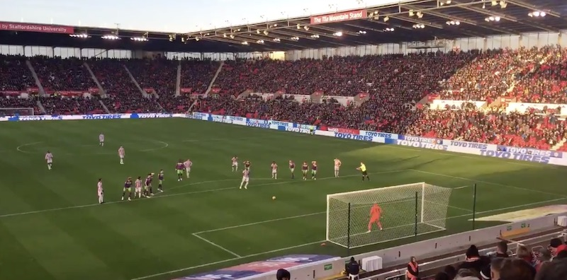 Video: Niki Mäenpää torjui huikeasti rankkarin Englannin Mestaruussarjassa