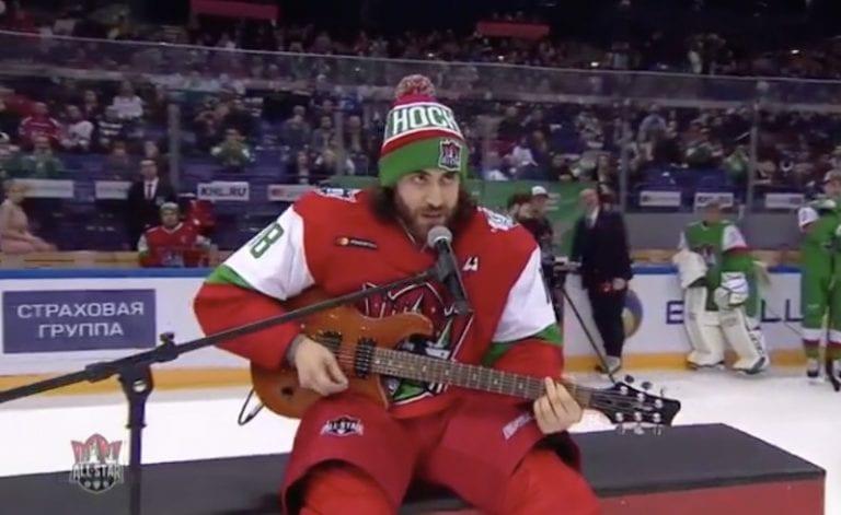 Video: KHL:n taitokisassa erikoinen hetki – tähtipakki Mathew Maione esitteli herkkä lauluääntään