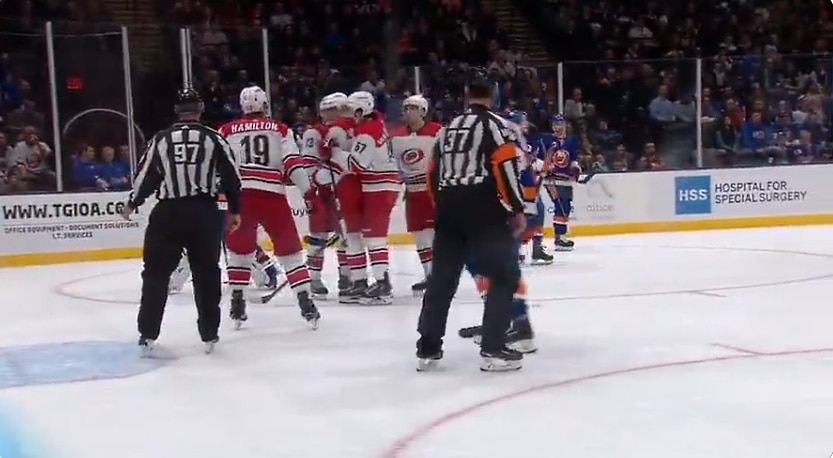 Video: Saku Mäenalanen iski NHL-uransa avausmaalin varsin erikoisella tavalla
