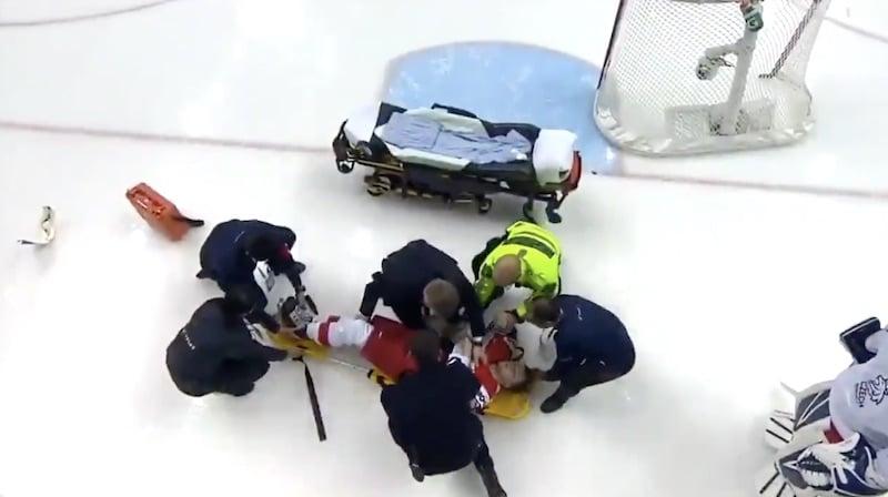 Video: Tshekkiläispelaaja loukkaantui ikävästi U20-kisoissa – vietiin paareilla pois kaukalosta