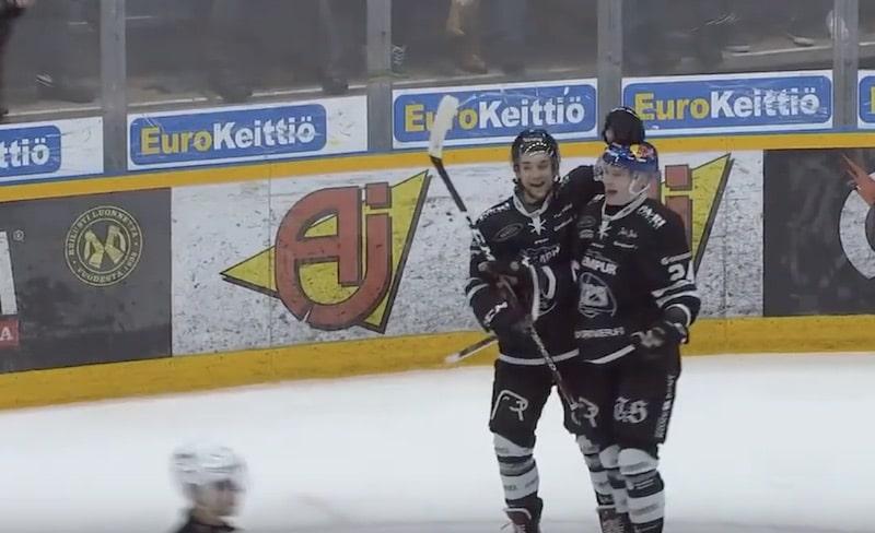 Video: Kaapo Kakko teki upeaa historiaa – nousi Aleksander Barkovin rinnalle