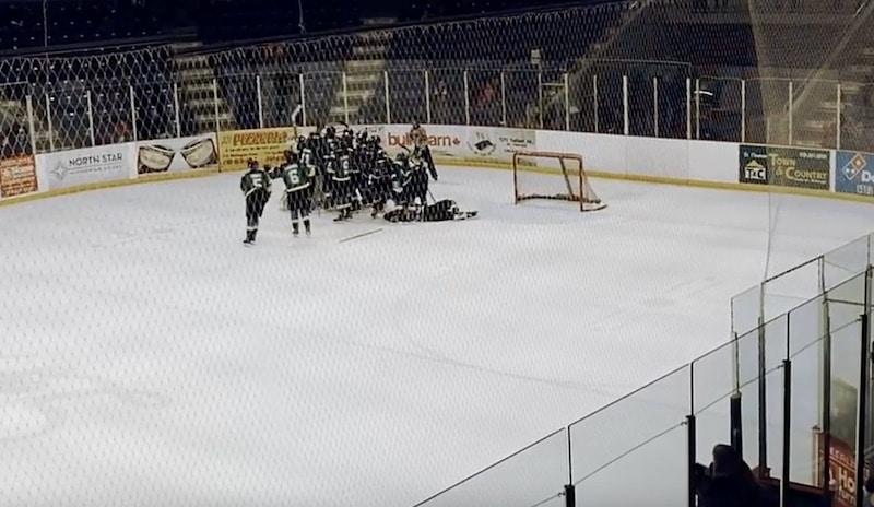 Video: Nyt on hurjaa! Juniorimaalivahti iski 1-0-voittomaalin toisessa jatkoerässä!