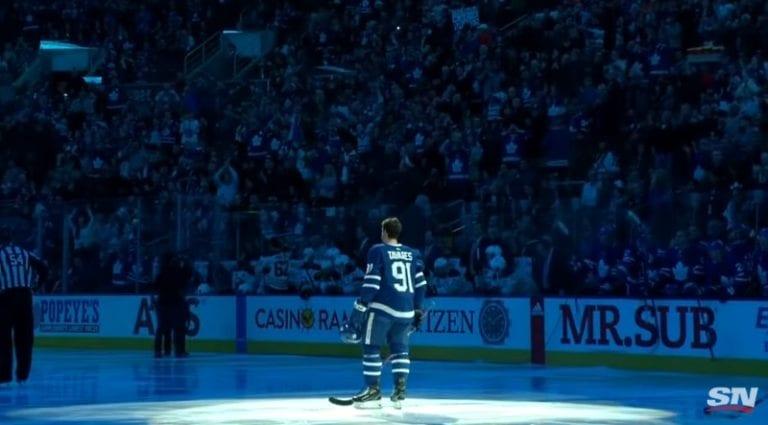 Video: John Tavares sai mahtavan vastaanoton Torontossa Islanders-farssin jälkeen