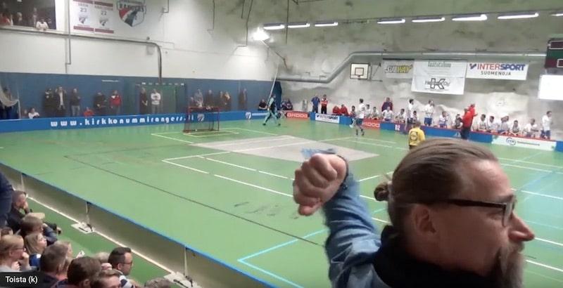 Video: Kasper Tähkä veivasi kaksi älytöntä alivoimamaalia – Janne-isä aivan pähkinöinä katsomossa