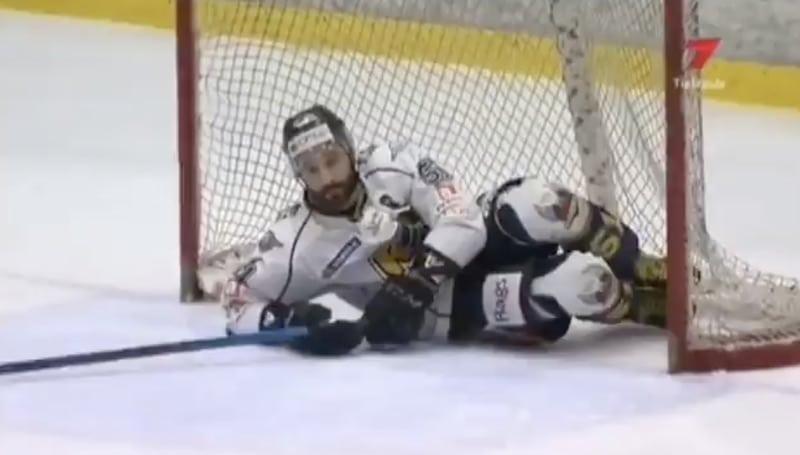 Video: Latvian liigan finaaleissa nähtiin kauden koomisin rankkarimoka