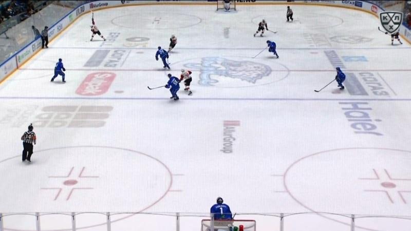 Video: Täysin uskomatonta! - Maxim Chudinov tykitti jälleen maalin omalta siniseltä