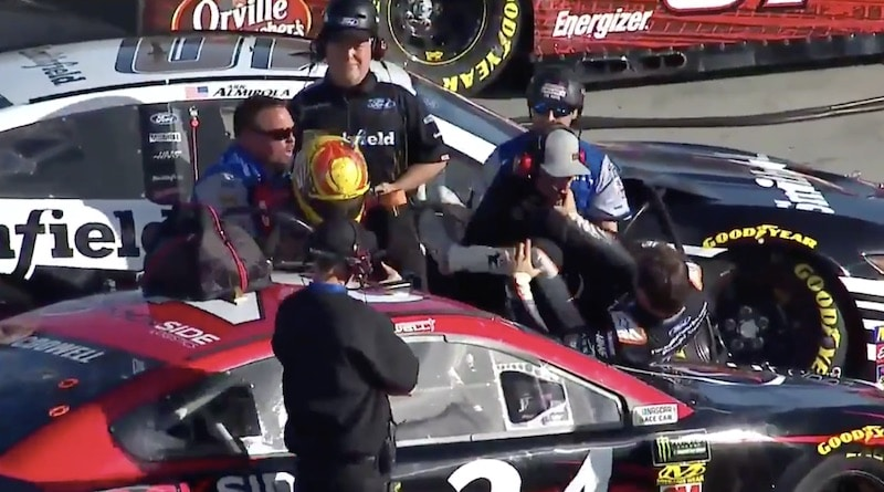 Video: NASCAR-kuskit ottivat rajusti yhteen aika-ajojen jälkeen
