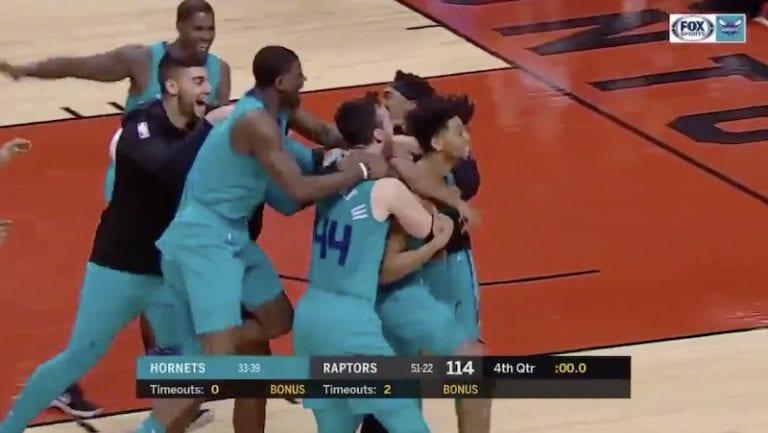 Video: NBA:ssa nähtiin jäätävä voittokori puolesta kentästä viimeisellä sekunnilla