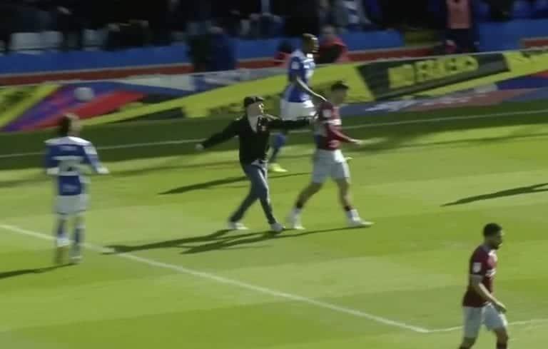 Video: Fani hyökkäys Aston Villa -pelurin kimppuun brutaalilla tavalla – karma iski isosti takaisin