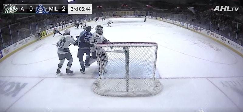Video: AHL-veskarilta halpamainen temppu – kampitti vastustajan ja filmasi joukkueelleen jäähyn