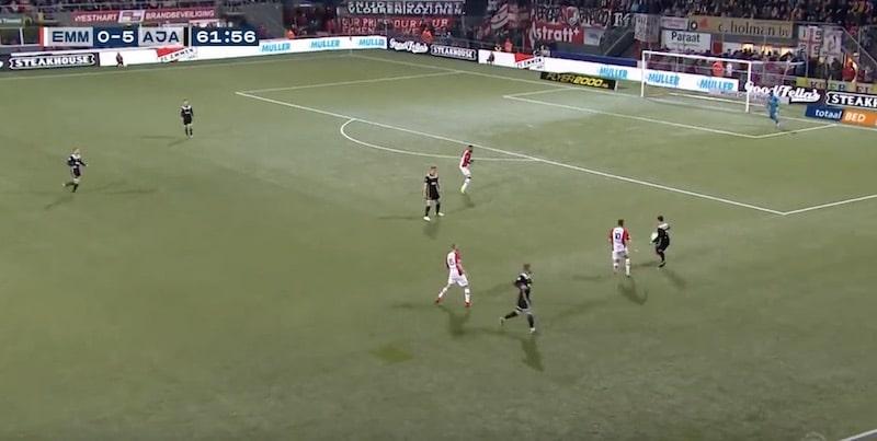 Video: Ajax-puolustukselta nähtiin uskomattoman nolo oma maali