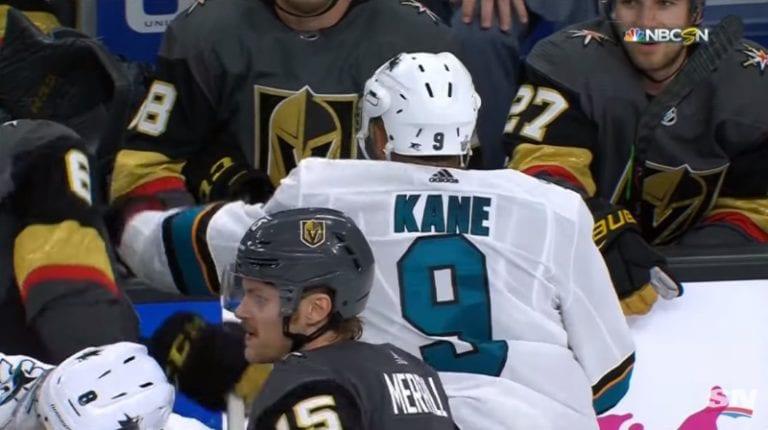 Video: Evander Kane hölmöili itsensä suihkuun NHL:n pudotuspeleissä