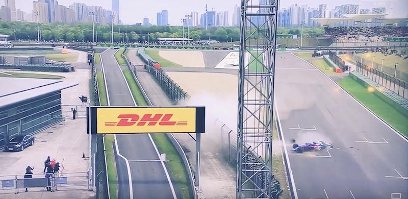 Video: Kiinan GP:n harjoituksissa nähtiin karmea kolari – Toro Rosso -auto meni täysin palasiksi