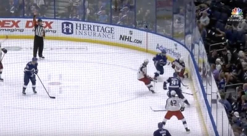 Video: Nikita Kucherov pimahti täydellisesti – taklasi täysin idioottimaisella tavalla Markus Nutivaaraa