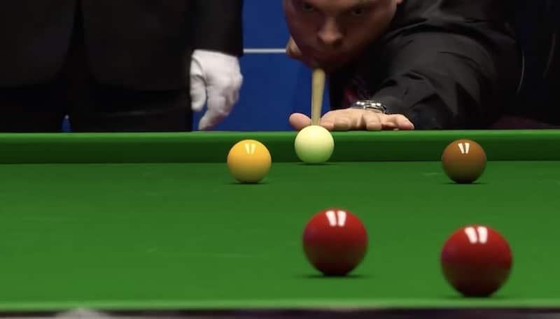 Video: Snookerin MM-kisoissa nähtiin uskomatonta mokailua – Stuart Bingham hävisi erän harvinaisella tavalla