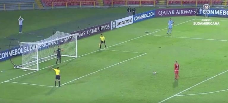 Video: Venezuelalaispelaaja epäonnistui nolosti panenka-rankkarissa – sai potkut seurasta