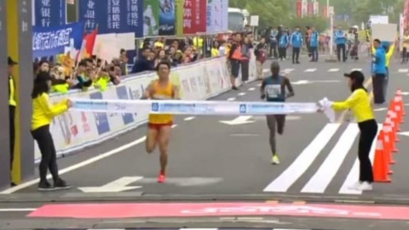 Video: Juoksija p*skoi housuun – taisteli silti upean suorituksen puolimaratonilla