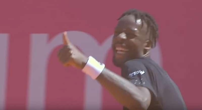 Video: Tenniksen ATP-turnauksessa nähtiin kaikkien aikojen oudoin läpisyöttö – vastustajakin naureskeli