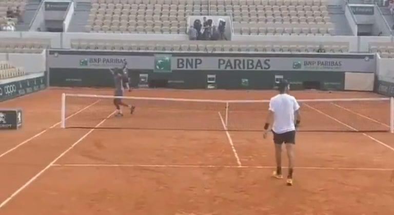 Video: Gael Monfils esitteli täysin uskomattoman lyönnin Roland Garrosin treeneissä