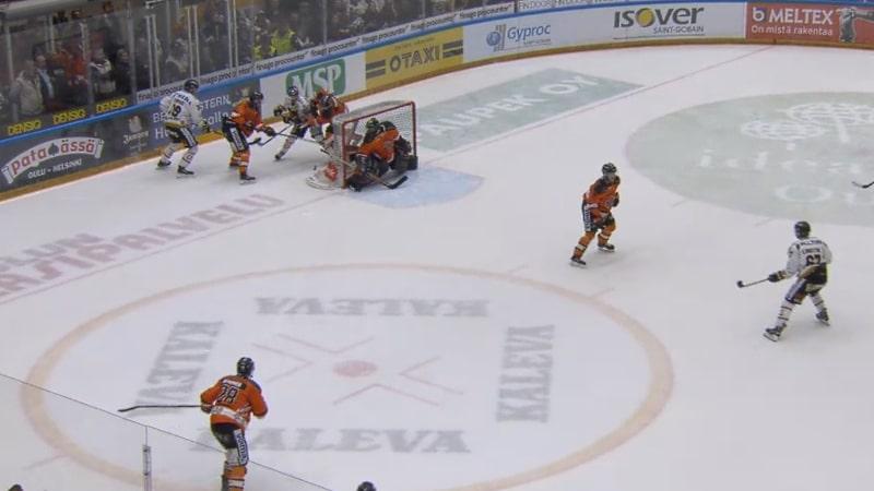 Video: Kokiko Kärpät oikeusmurhan? – Oman pelaajan maila osui Niklas Frimania kasvoihin
