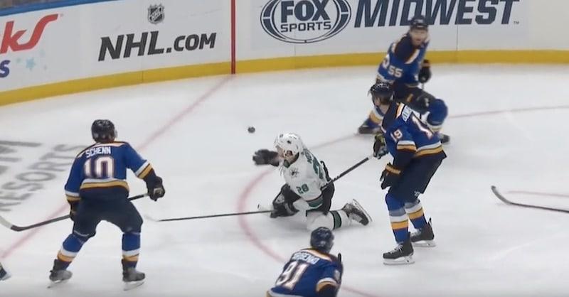 Video: NHL:ssä nähtiin todellinen skandaalimaali – Sharksin jatkoaikamaalia edelsi hirvittävä tuomarivirhe