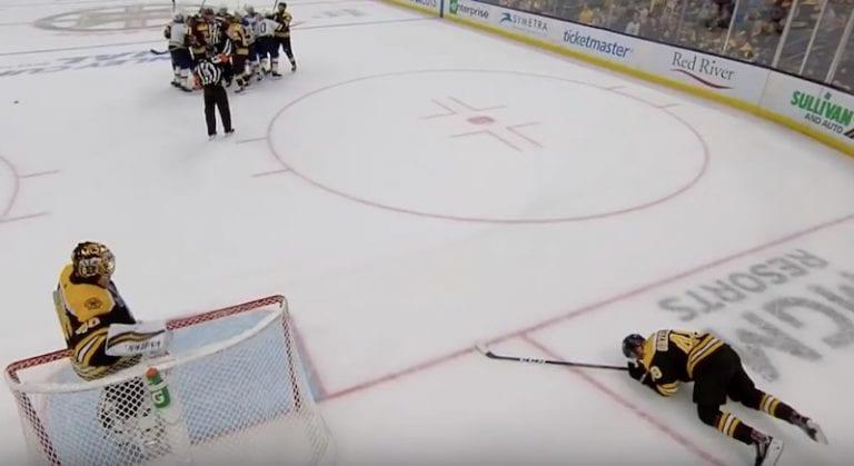 Video: Stanley Cupin finaaleissa nähtiin häijy taklaus – Oskar Sundqvist selvisi pelkällä kakkosella
