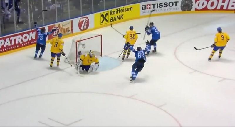 Video: Draamaa koko rahalla - Sakari Manninen iski Ruotsin laulukuoroon!