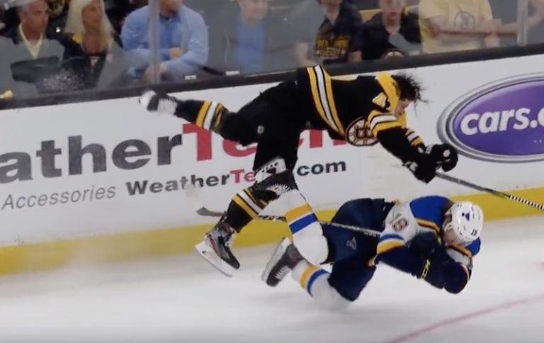 Video: Ilman kypärää ollut Torey Krug jysäytti älyttömän niitin NHL:ssä