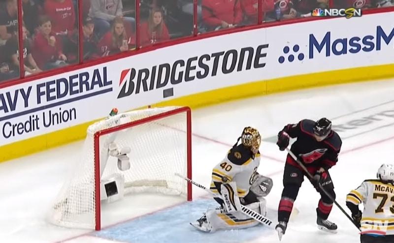 Video: Tuukka Rask loisti ykköstähtenä – Boston laittoi ottelusarjan Carolinaa vastaan katkolle