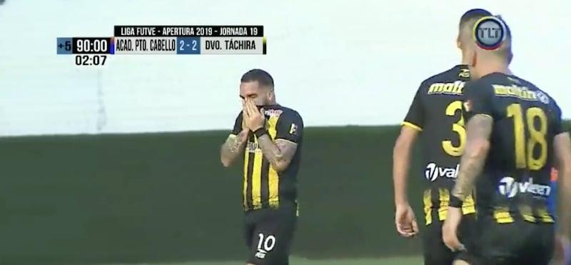 Video: Venezuelalaispelaaja tiputti isänsä joukkueen pudotuspeleistä – puhkesi maalituuletuksessa kyyneliin