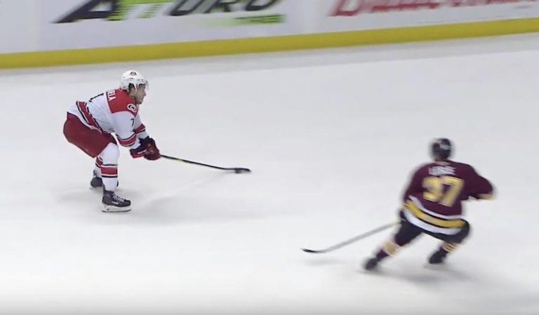 Video: Aleksi Saarela ratkaisi huikealla rannarilla AHL:n finaalin – mestaruus enää voiton päässä