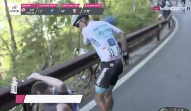 Video: Italian ympäriajossa nähtiin hurja hetki – kilpailija alkoi takomaan katsojaa turpaan