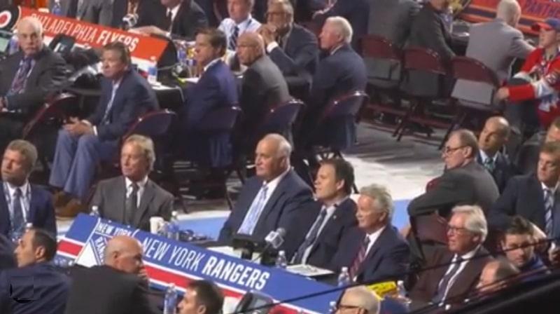 Video: Näin Rangers-seurajohto reagoi, kun Devils valitsi Jack Hughesin