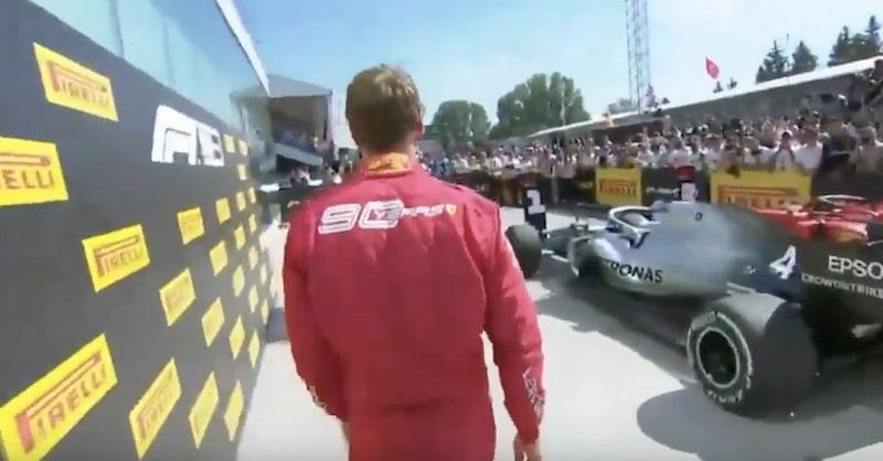 Video: Sebastian Vettel kiehui kisan jälkeen – vaihtoi voittajakyltin Hamiltonilta itselleen