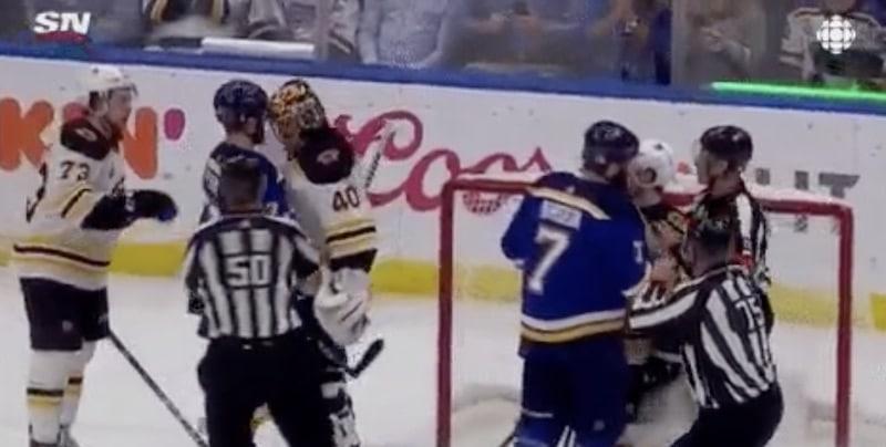 Näitkö tämän? Tuukka Rask puski vastustajaa päällä NHL:n kuudennessa finaalissa