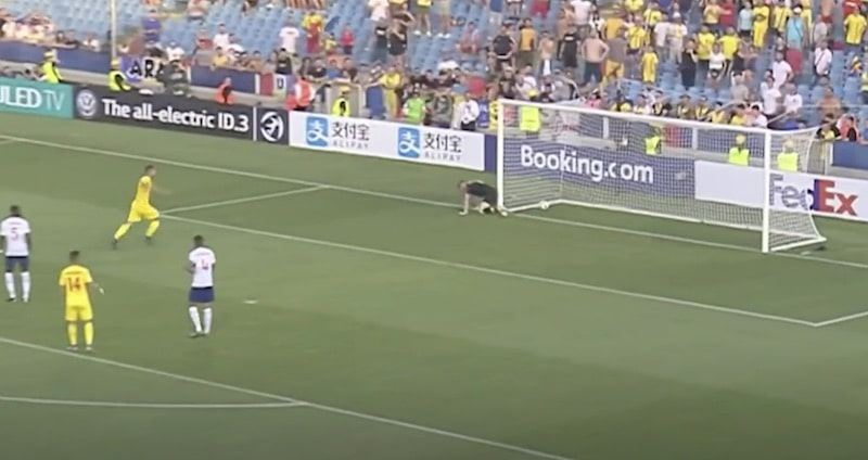 Video: Englantilaisveskarille sattui karmea lipsahdus U21 EM-kisoissa