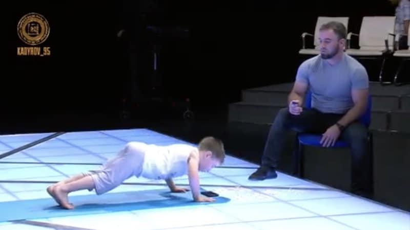 Video: Järjetön suoritus – 6-vuotias poika punnersi hurjan ennätyksen