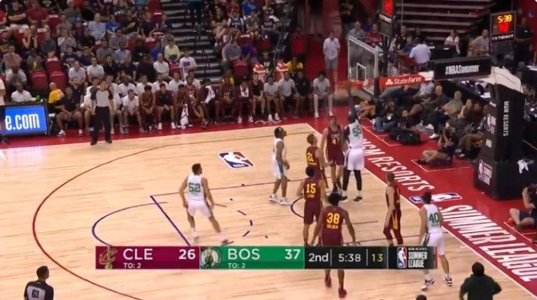 Video: 230-senttinen jätti on noussut yleisön suosikiksi NBA:n kesäliigassa