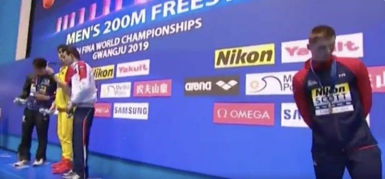 """Video: MM-uintien palkintoseremoniassa skandaali – """"Olet luuseri!"""""""