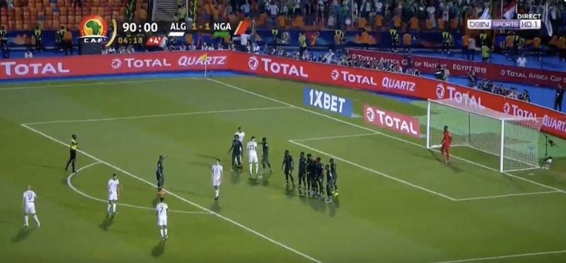 Video: Riyad Mahrez ratkaisi lisäajan fantastisella vaparimaalilla Algerialle finaalipaikan