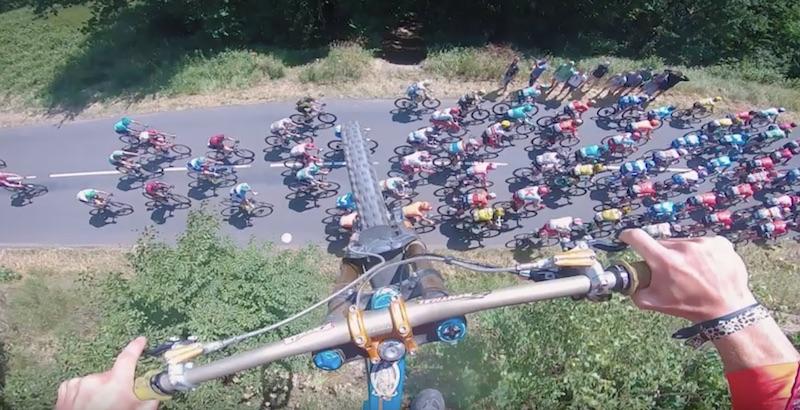 Video: Alamäkipyöräilijä teki hurjan stuntin kesken Ranskan ympäriajon – loikkasi pyörällään yli pääjoukon