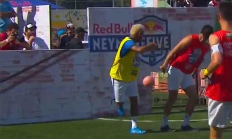 Video: Neymar esitteli taituruuttaan Red Bullin 5 vs. 5 -turnauksessa