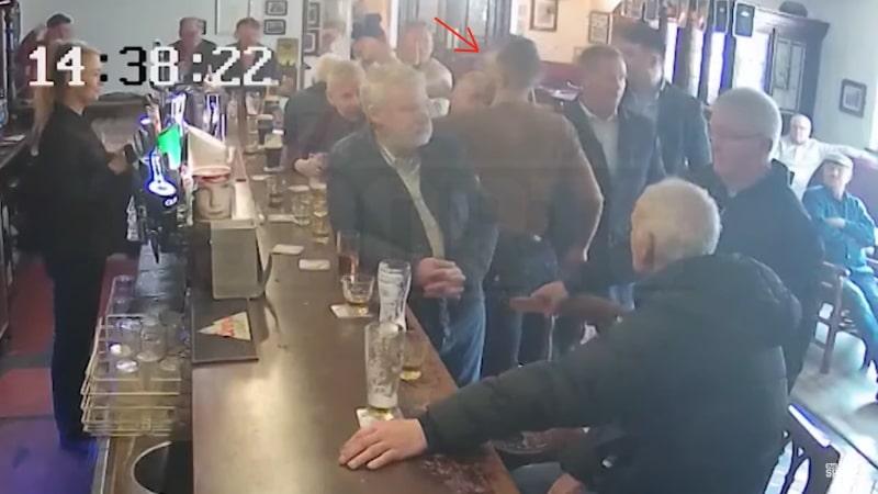 Video: Vanha mies kieltäytyi viskishotista - Conor McGregor täräytti turpaan