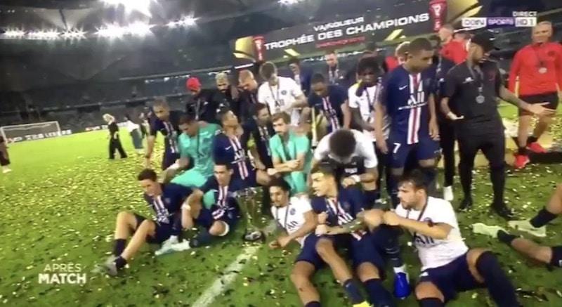 Video: PSG voitti Ranskan supercupin – Kylian Mbappe työnsi Neymarin ulos joukkuekuvasta