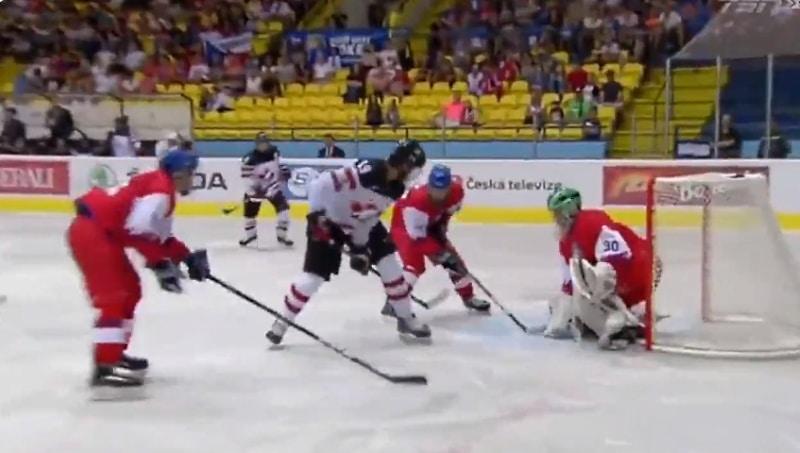 Video: Kanadan pelaaja veivasi huikean osuman Hlinka Gretzky Cupissa