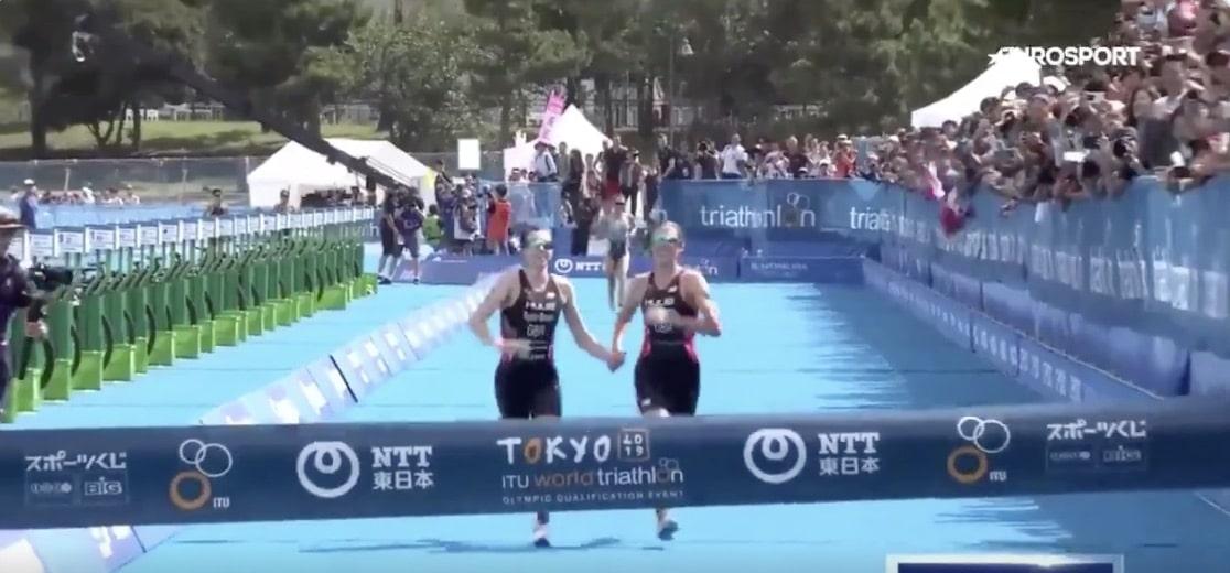 Video: Uskomatonta! Hellyyttävä ele johti hylkäykseen – vei samalla Triathlonin olympiapaikan