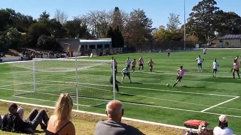 Video: Australialaisen harrasteliigan finaalissa nähtiin kaikkien aikojen koomisin oma maali
