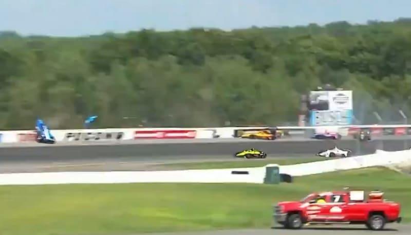 Video: IndyCar-kilpailu käynnistyi rytinällä - avauskierroksella viiden auton ketjukolari