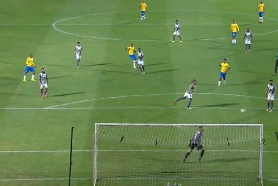 Video: Häikäisevä maali Etelä-Afrikan liigassa - Hlompho Kekana painoi tajuttoman kudin 35 metristä