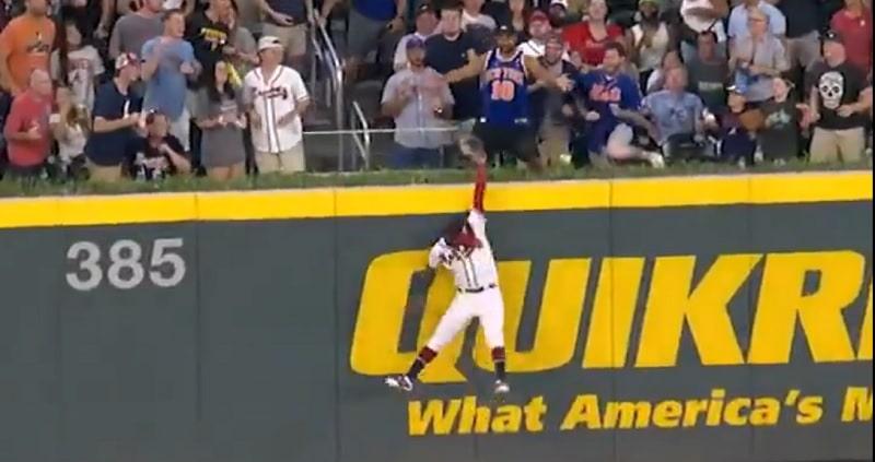 Video: MLB-matsissa maukas koppi - Ronald Acuña ryöväsi varman kunnarin